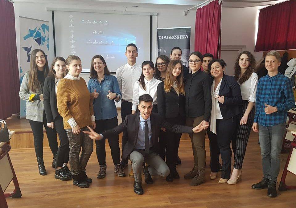 Proiecte și activități extrașcolare în desfășurare -Școala de public speaking